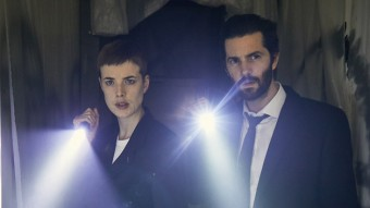 "Elaine Renko (Agyness Deyn) und Charlie Hicks (Jim Sturgess) in ""Hard Sun"""